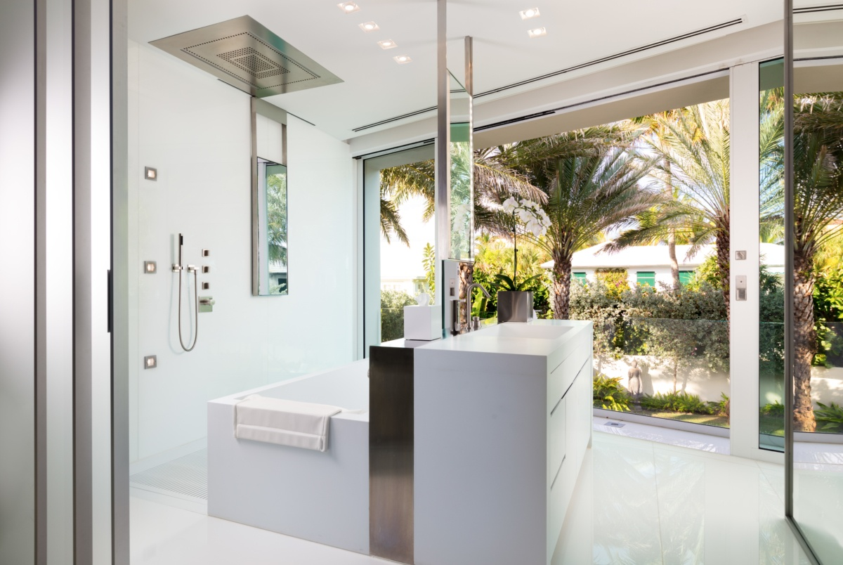 Palm Beach Deco Oceanfront and Cabana Bath
