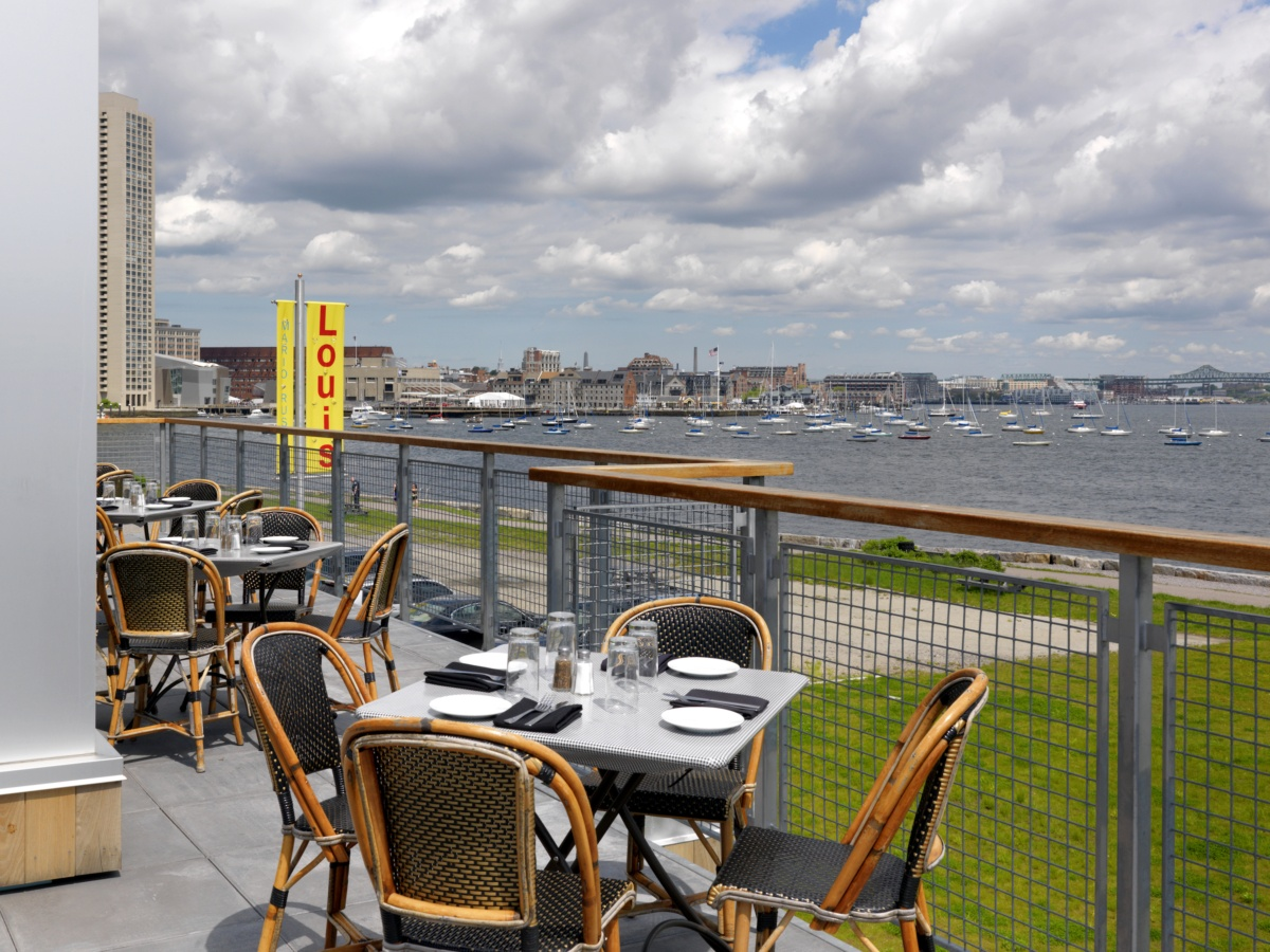Louis Fan Pier Outdoor Dining