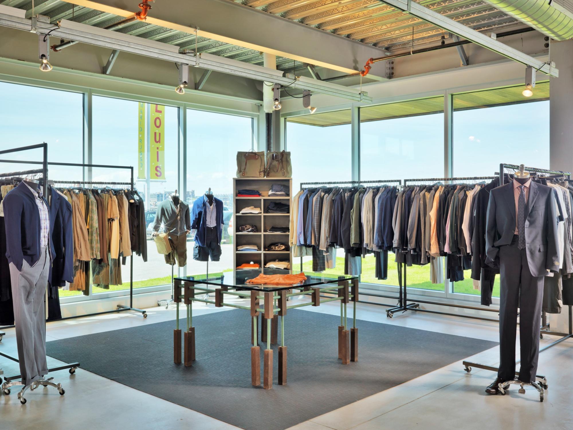 Louis Fan Pier Retail Fashion Display