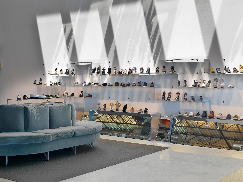 Louis Fan Pier Retail Shoe Display